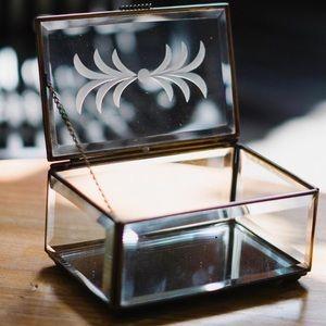 🌺Beautiful clear glass jewelry box🌺